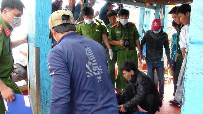 Thuyền viên Lâm Văn Quân (35 tuổi, ngụ Trà Vinh) tử vong do ngộ độc cá nóc được đưa vào bờ