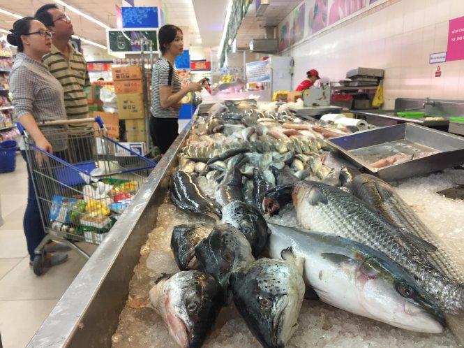 §u cá HÓi Na-Uy và cá Cam Nht °ãc bày bán t¡i mÙt siêu thË trên Ëa bàn qun Bình Th¡nh, TP.HCM      ¢nh : Duyên Phan